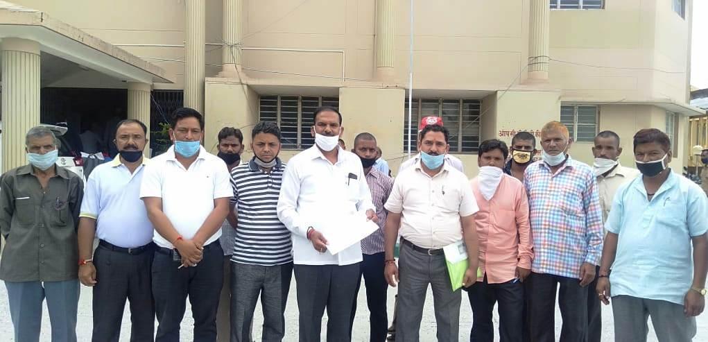 डोबरा चांटी पुल के कास्तकारों को मुआवजा देने को लेकर डीएम से मिला कोंग्रेस का शिष्टमंडल