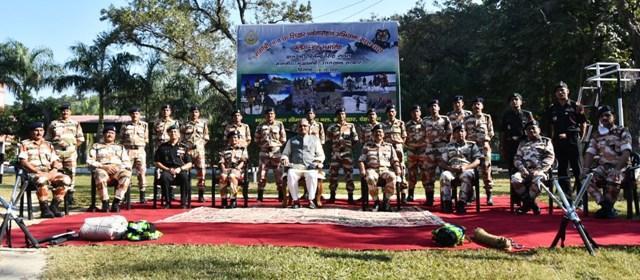 Chief Minister participated in Gangotri 2 Mountaineering and 6 Peak Ascent Flag in Saremani in ITBP Border Gate Campus