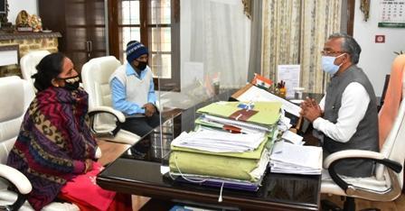 दिल्ली गैंगरेप मर्डर: मुख्यमंत्री से दामिनी (काल्पनिक नाम) के माता-पिता ने भेंट की