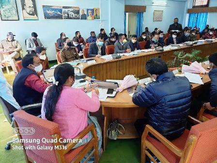 जनपद के प्रभारी मंत्री डॉ. रावत ने की विकास कार्यों की समीक्षा