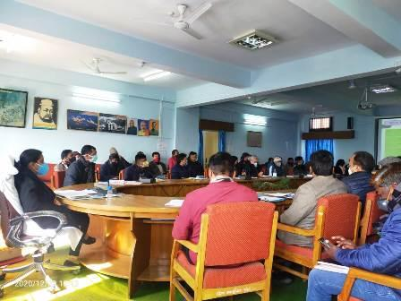 जिला योजना की समीक्षा बैठक: विभागों द्वारा क्रमिक व्यय की खराब स्थिति पर ज़िलाधिकारी ने जताई कड़ी नाराजगी