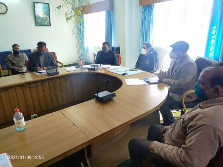 कोविड-19 को लेकर नई टिहरी में जिला अनुश्रवण निगरानी समिति की बैठक