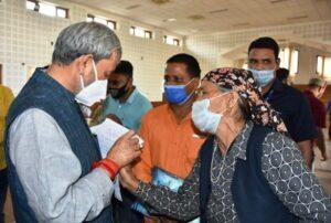 मुख्यमंत्री श्री तीरथ सिंह रावत ने सीएम कैम्प कार्यालय परिसर स्थित जनता दर्शन हॉल में आम जनता की समस्याएं सुनीं और मौके से ही उनके निस्तारण के लिए संबंधित अधिकारियों को निर्देश दिए