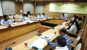 अपर मेलाधिकारी रामजी शरण शर्मा ने रविवार को मेला नियंत्रण भवन के सभागार में मुख्य सचिव द्वारा महाकुम्भ मेला क्षेत्र में किये गये निरीक्षण के क्रम में निरीक्षण के दौरान दिये गये निर्देशों पर अभी तक कार्यदायी संस्थाओं द्वारा क्या-क्या कार्रवाई की गयी, के सम्बन्ध में एक समीक्षा बैठक की।