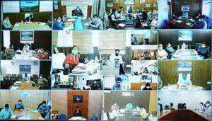 मुख्यमंत्री ने शासन के वरिष्ठ अधिकारियों और जिलाधिकारियों के साथ वीडियो कांफ्रेंसिग द्वारा प्रदेश में कोविड की रोकथाम और बचाव कार्यों की समीक्षा की