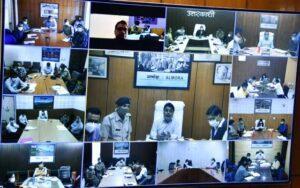 मुख्यमंत्री श्री तीरथ सिंह रावत ने सचिवालय से कोविड 19 के नियंत्रण एवं कोविड वैक्सीनेशन की प्रगति के संबंध में जिलाधिकारियों के साथ वर्चुअल बैठक कर निर्देश दिए किटेस्टिंग, माइक्रो कंटेनमेंट जोन, कोविड अप्रोप्रियेट बिहेवियर और इंफोर्समेंट पर विशेष ध्यान दिया जाए। कोविड की संभावित तीसरी लहर के दृष्टिगत सभी व्यवस्थाएं पूर्ण रखी जाए।