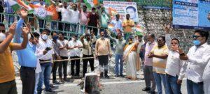 हरिद्वार महाकुंभ के दौरान कोरोना आरटीपीसीआर टेस्टिंग में कथित घोटाले को लेकर कांग्रेस ने किया सरकार का पुतला दहन