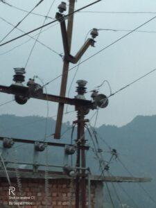 विद्युत HT लाइन दे रही हादसों को न्यौता