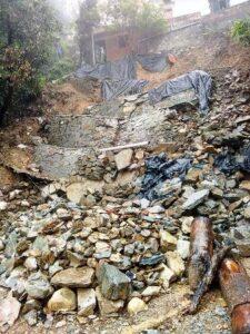 आफत-ए-बरसात: चंबा सुमन कॉलोनी में नव निर्मित दीवार ढ़ई