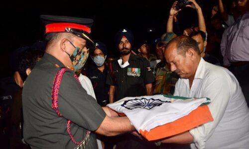पूर्ण सैन्य सम्मान के साथ शहीद विक्रम सिंह नेगी अपने पैतृक घाट कोटेश्वर में हुए पंचतत्व विलीन