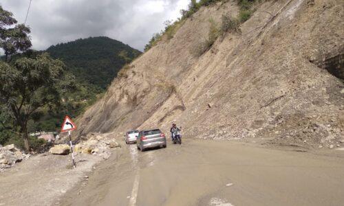 विनाश की पटकथा लिखती और ठेकेदारी की बलि चढ़ती पर्वतीय क्षेत्रों की सड़कें और राष्ट्रीय राजमार्ग