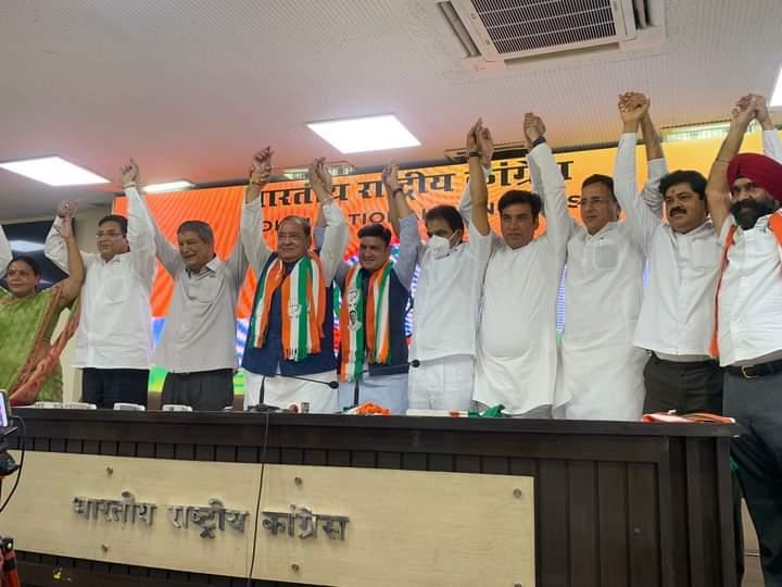 भाजपा को झटका: सरकार के मंत्री यशपाल आर्य अपने विधायक बेटे संजीव समेत कांग्रेस में शामिल